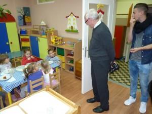 Heiligenstadt-i vendégeink a felújított óvodai csoportszobában.